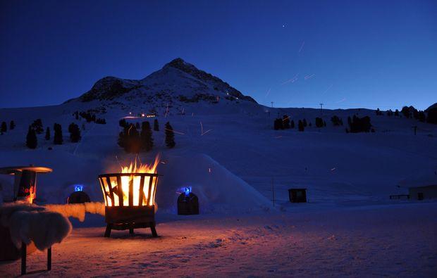 uebernachtung-im-romantik-iglu-kuehtai-feuer
