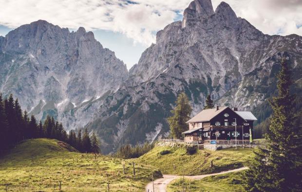 almhuette-admont-johnsbach-bergblick