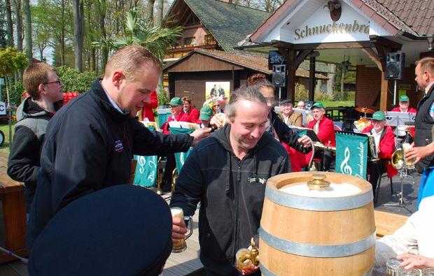 kurztrip-fuer-bierliebhaber-walsrode-anzapfen