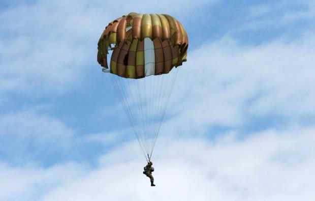 fallschirm-tandemsprung-niederoeblarn-adrenalin