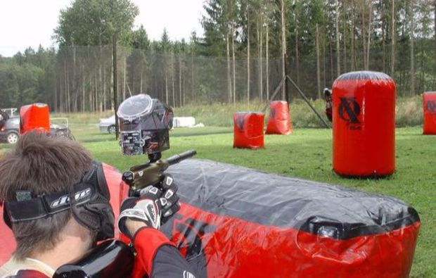 paintball-guessing-konzentriert