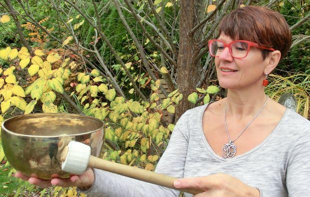 klangschalenmassage-hargelsberg-aussergewoehnlich