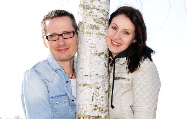foto-love-story-fuer-zwei-peissenberg-draussen