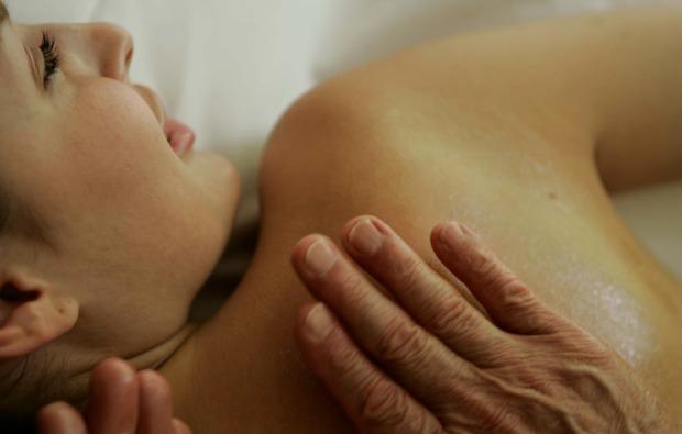 ganzkoerpermassage-brand-wohltuend