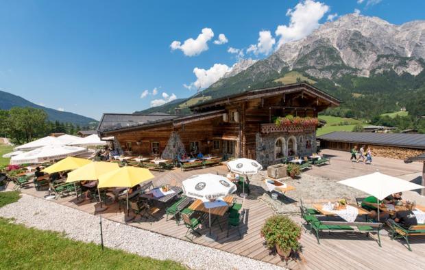 aktivurlaub-leogang-terrasse-kralleralm