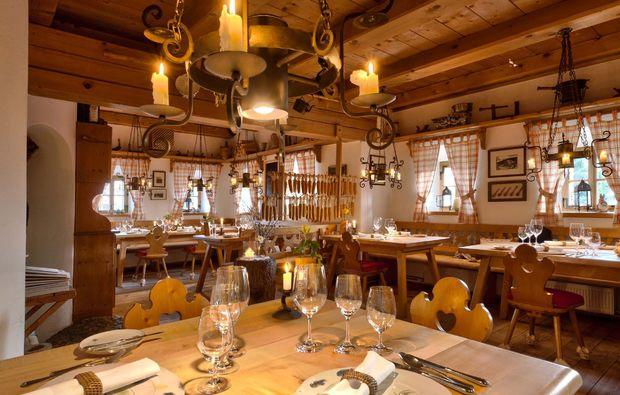 almhuette-patergassen-restaurant-innen
