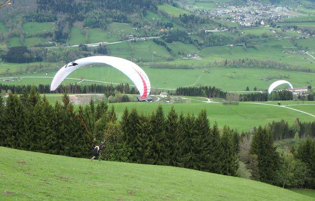 gleitschirm-tandemflug-haus-im-ennstal-fliegen-erlebnis
