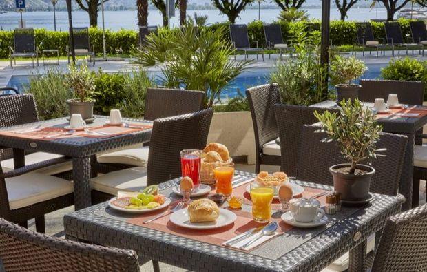 romantikwochenende-locarno-fruehstueck-terrasse