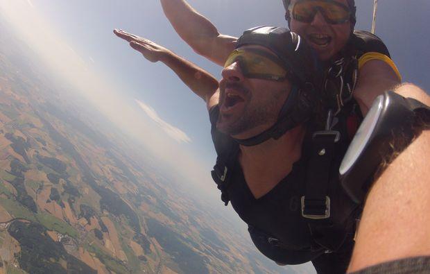 fallschirm-tandemsprung-arnbruck-selfie-free-fall