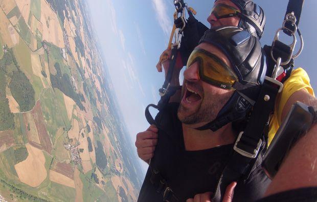 fallschirm-tandemsprung-arnbruck-view-mid-air