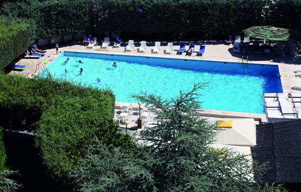 kurzurlaub-am-meer-capaccio-pool
