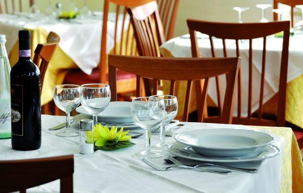 kurzurlaub-am-meer-lido-di-camaiore-lu-dinner