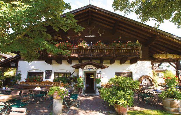 aussergewoehnlich-uebernachten-unterammergau-heuhotel