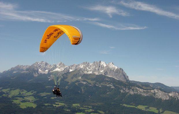 gleitschirm-tandemflug-fieberbrunn-ausblick-tandem