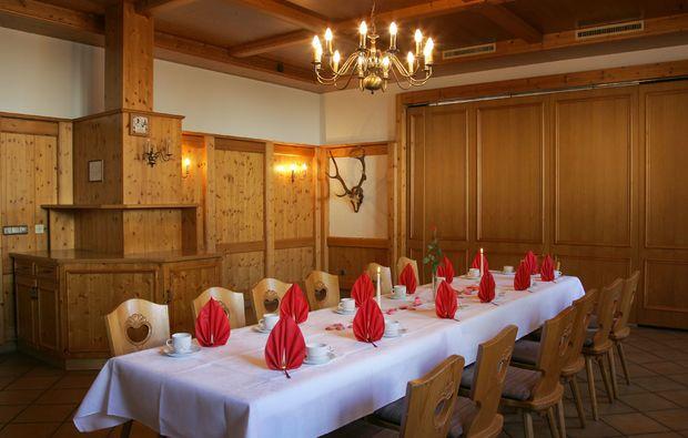 landhotels-grossrueckerswalde-esstisch