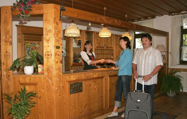 landhotels-grossrueckerswalde-rezeption