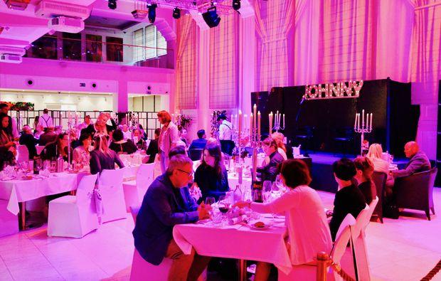 moerder-dinner-raggendorf-schloss-atmosphaere