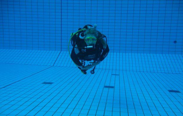 tauchschnupperkurs-muenchen-schwimmen