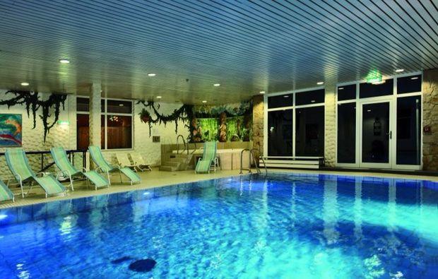 romantik-wochenende-willingen-pool