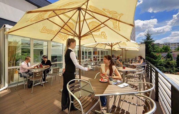 staedtereise-prag-terrasse
