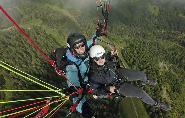 gleitschirm-tandemflug-lermoos-selfie