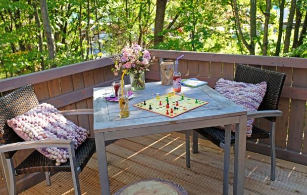 aussergewoehnlich-uebernachten-neuss-terrasse