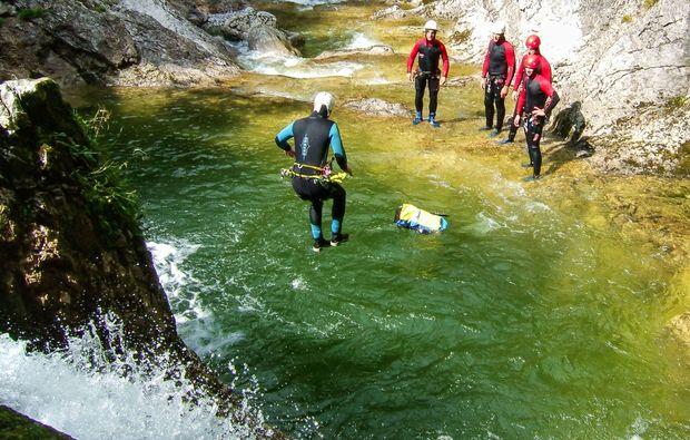 canyoning-tour-lofer-sprung-adrenalin