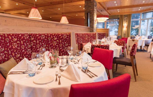 wellness-wochenende-davos-restaurant-tisch
