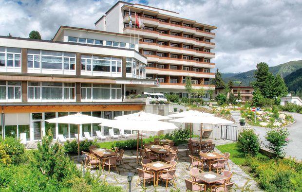 wellnesshotel-davos-hotel-terrasse