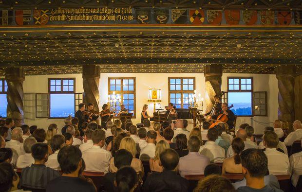 konzert-dinner-saal-publikum-salzburg