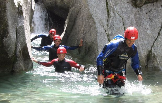 canyoning-tubing-package-mayrhofen-hoehlentour