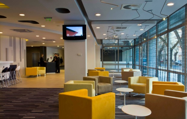 staedtereise-radisson-budapest-lounge