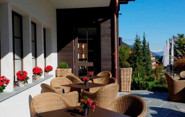 wellness-wochenende-brigels-terrasse