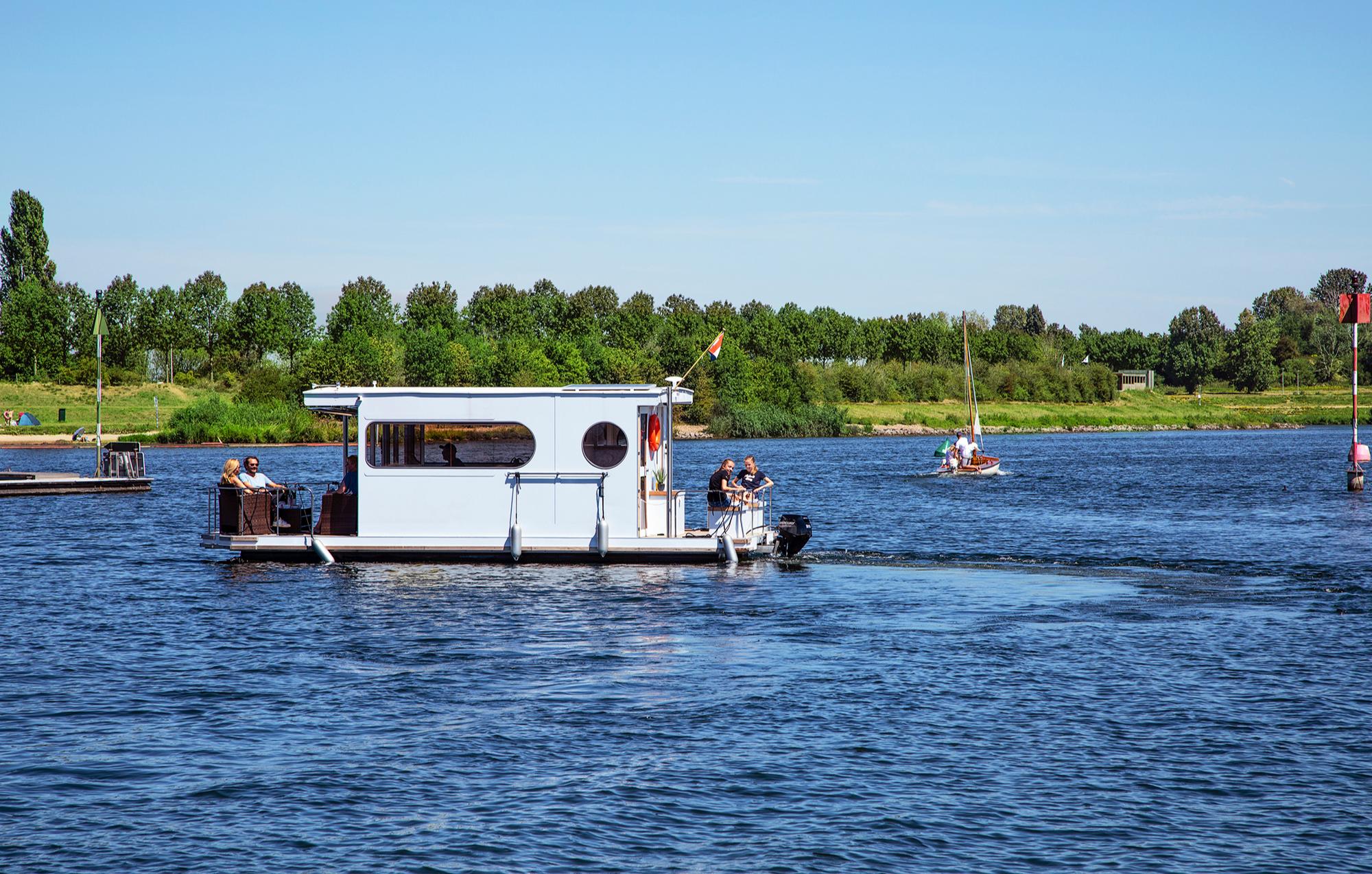 hausboot-uebernachtung-kinrooi-bg1