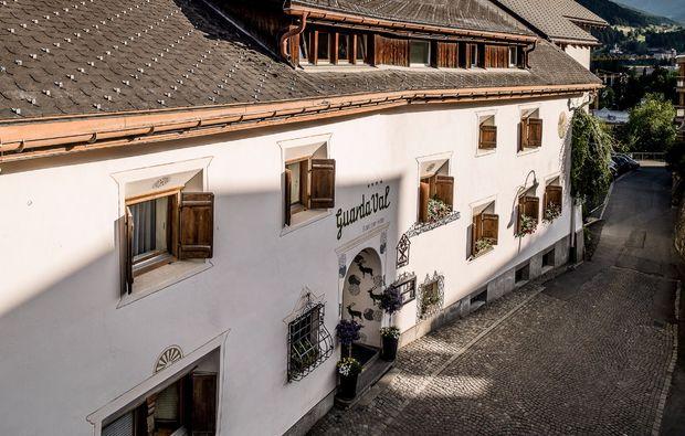 scuol-gourmetreise-hotel-uebernachten