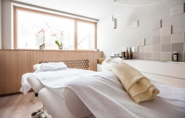wellness-wochenende-brand-massageliege