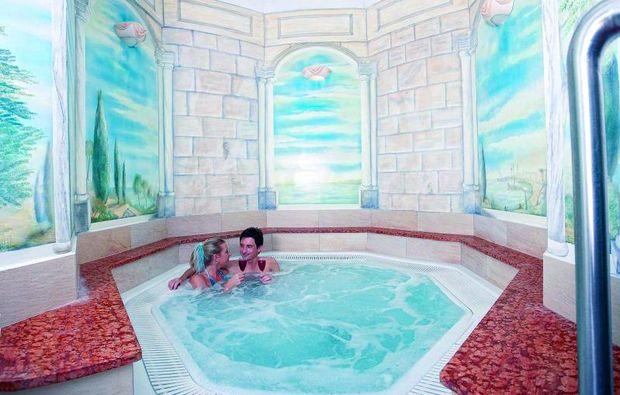 wellnesshotels-grein-pool