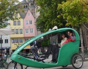 koeln-stadtrundfahrt-velotaxi