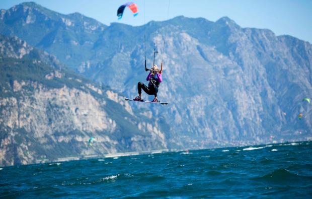 aktivurlaub-kitesurfurlaub-brenzone-action