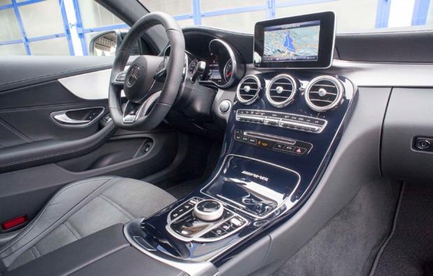 sportwagen-fahren-hard-cockpit