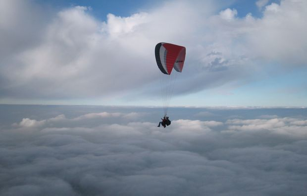 gleitschirm-tandemflug-koessen-wolken
