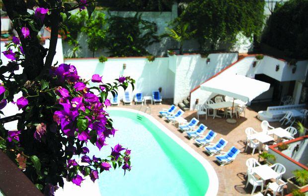 kurzurlaub-minori-swimmingpool