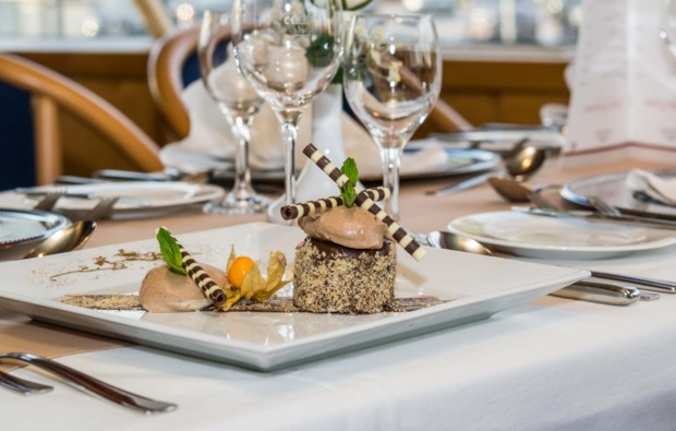 mini-kreuzfahrt-fuer-zwei-wien-budapest-dessert
