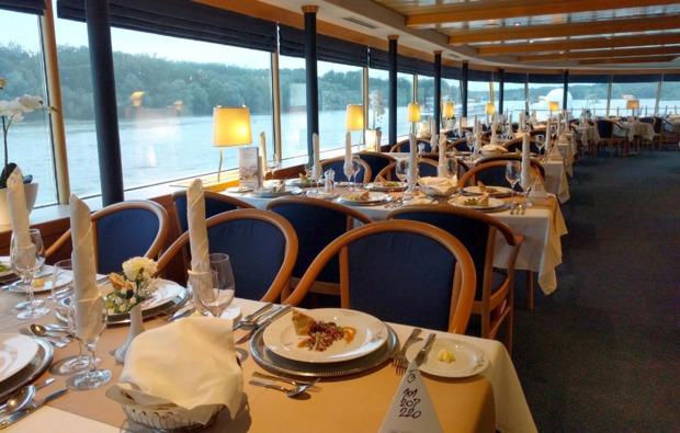 mini-kreuzfahrt-fuer-zwei-wien-budapest-restaurant