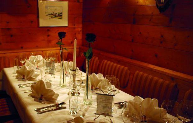 candle-light-dinner-fuer-zwei-mellau-tisch