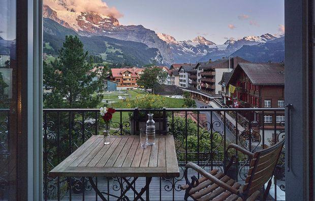 romantikwochenende-wengen-terrasse