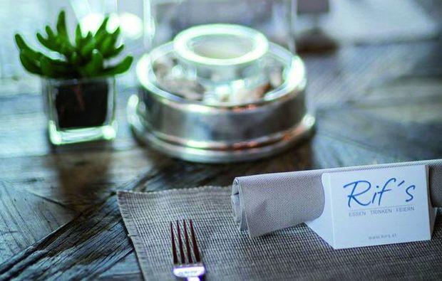 candle-light-dinner-fuer-zwei-rif-hallein-tisch