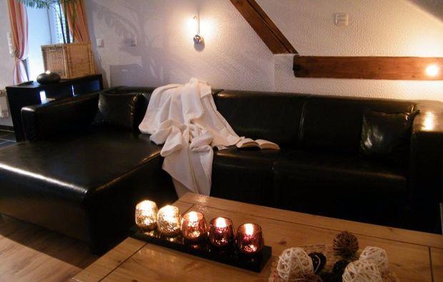 romantikwochenende-orlenbach-wohnzimmer
