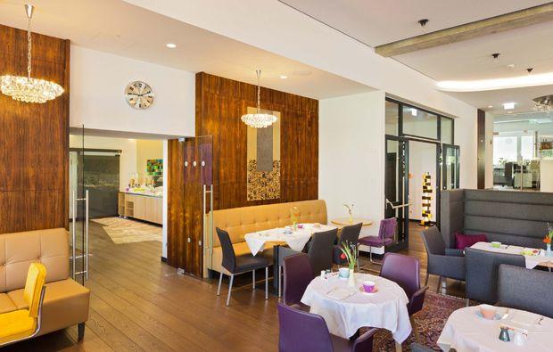 romantikwochenende-baden-lobby