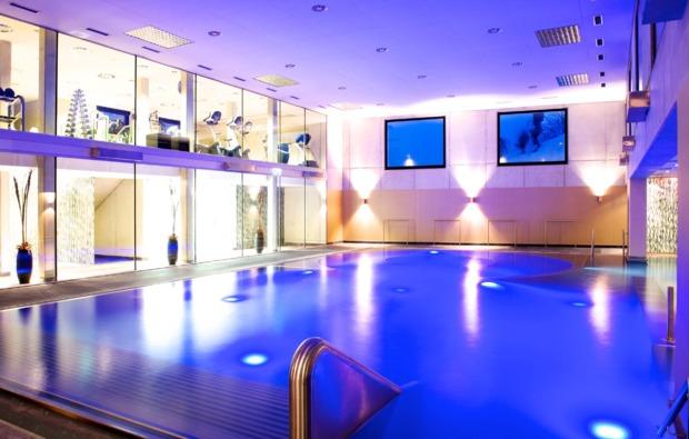 romantikwochenende-seefeld-pool